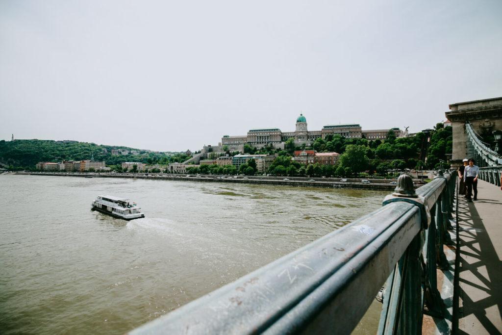 widok na zamek królewski w Budapeszcie