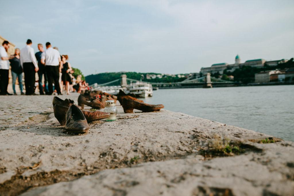 pomnik ofiar holokaustu w Budapeszcie